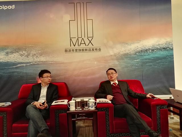 酷派集团总裁李斌(右)接受采访